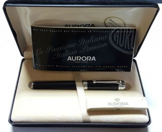 Aurora D11 Fountain Pen 14K Gold Medium Nib in Original Box. Aurora